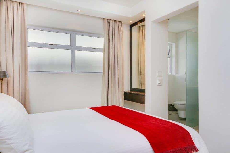 Atlantic Spray - Master bedroom with en-suite bathroom