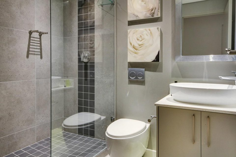 Fairmont 204 - Shared Bathroom