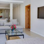 Jumeirah Blue - Living area & TV
