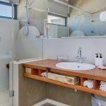 Jumeirah Blue - Shared bathroom