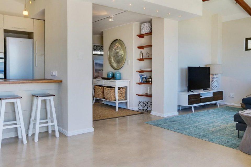 Jumeirah Blue - Upstairs kitchen & living area