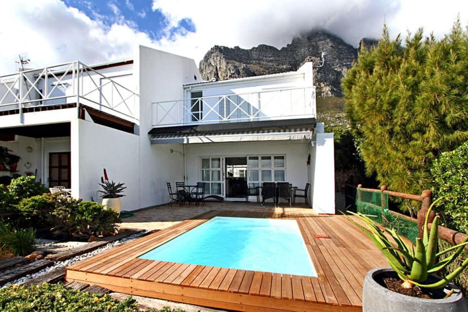 The Kestrel - Exterior view & pool