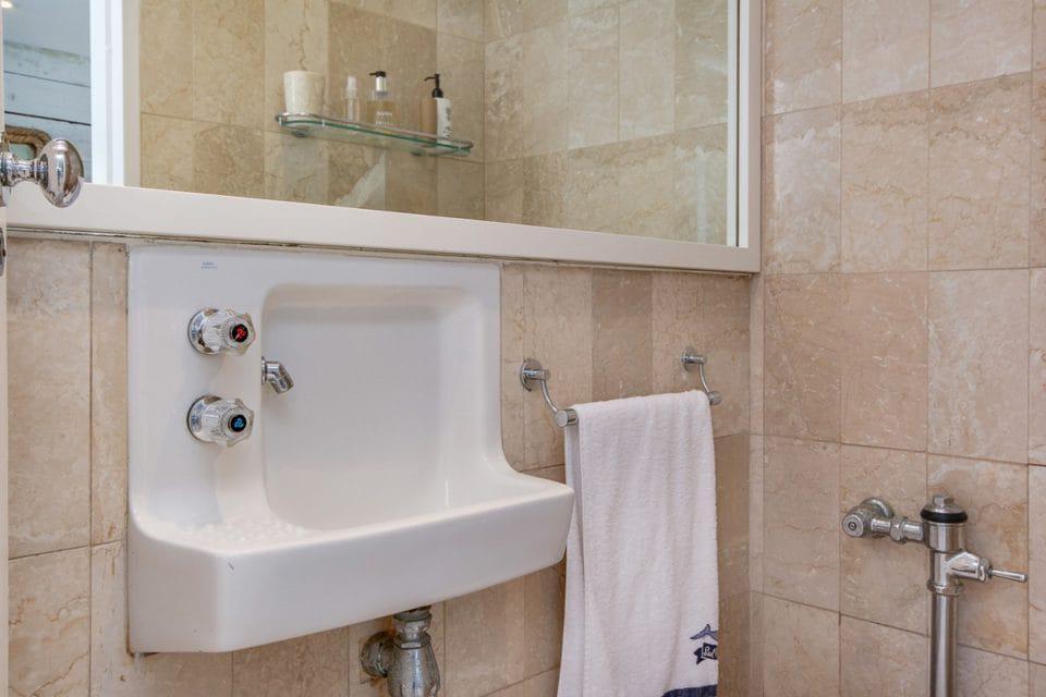 Clifton Attina - Bathroom
