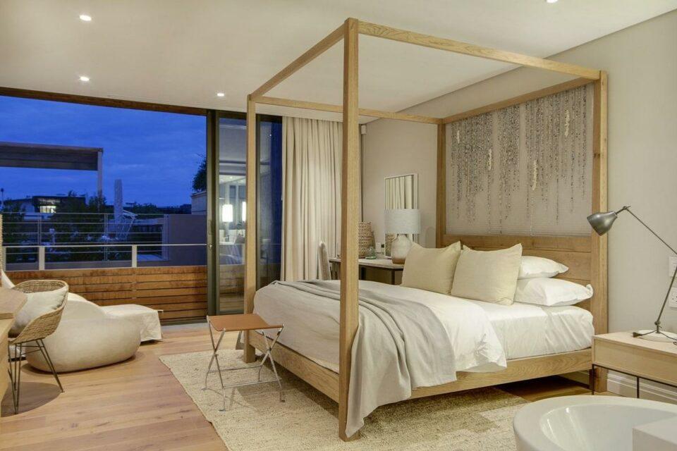 Loader A - Master bedroom