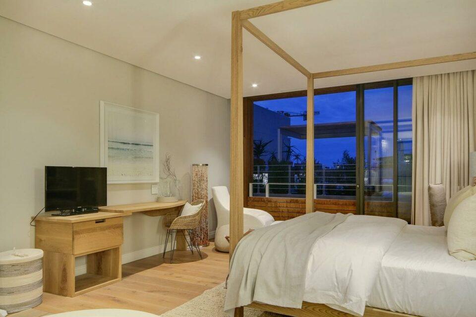 Loader A - Master bedroom & TV