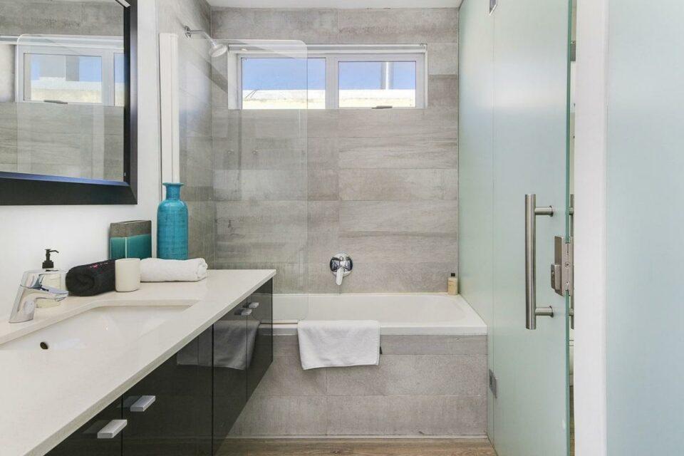 Modoco - Second Bedroom En-Suite Bathroom