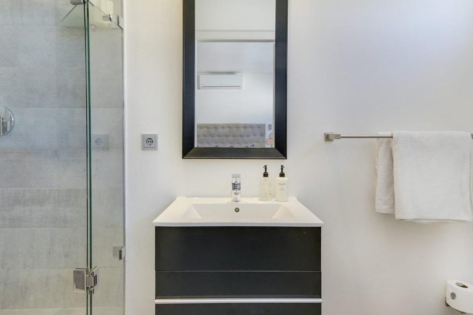 Modoco - Master Bedroom En-Suite Bathroom