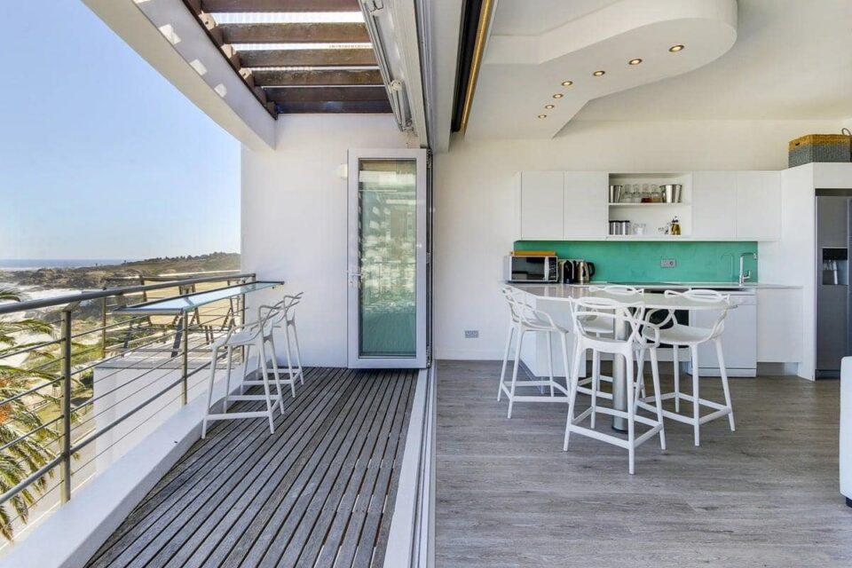 Modoco - Patio & Kitchen