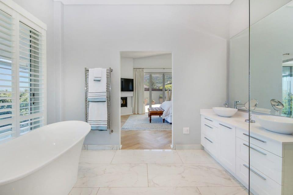Shanklin Road - En suite to Master bedroom