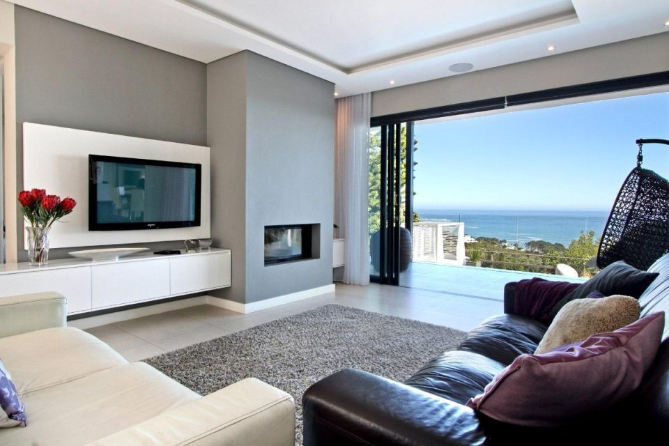 44 Hely - Living area & sea views