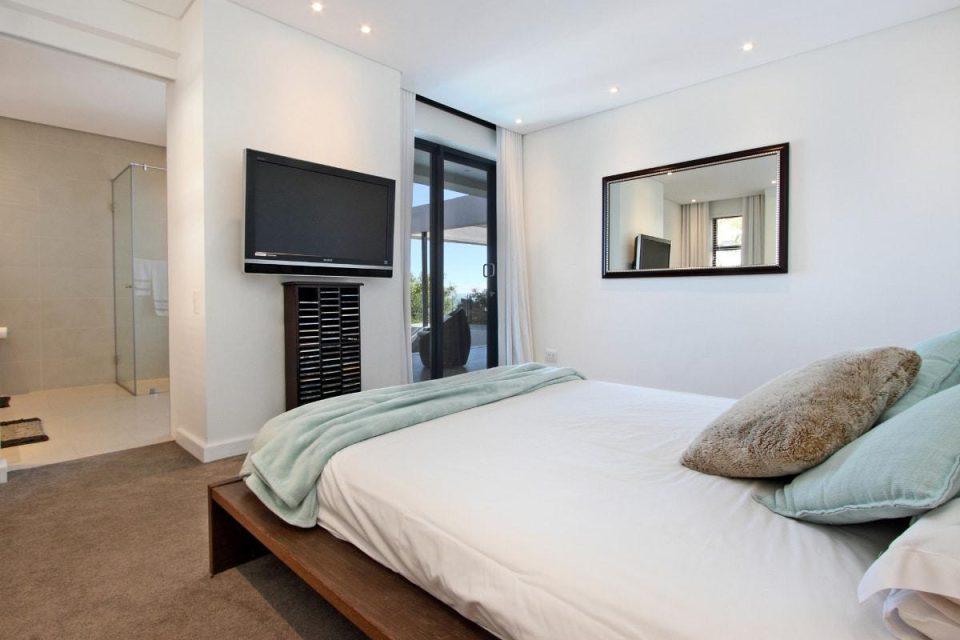 44 Hely - Second bedroom & TV