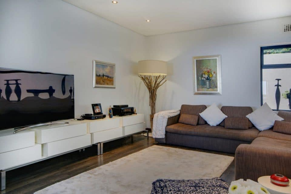 Hely Villa - Living area & TV