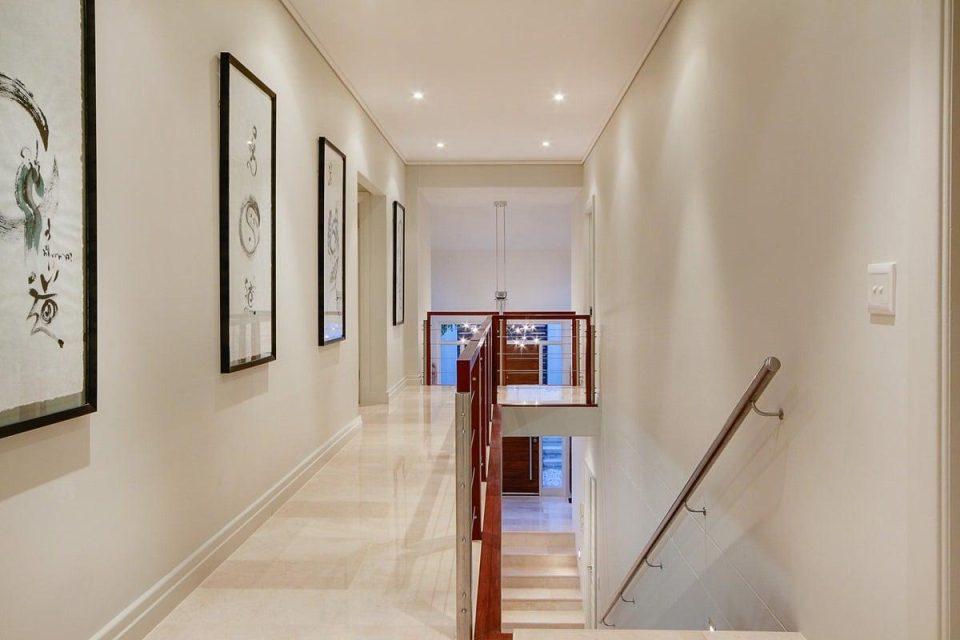 Villa Olivier - Hall way