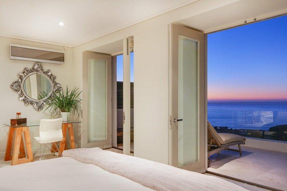 Villa Olivier - Bedroom & View