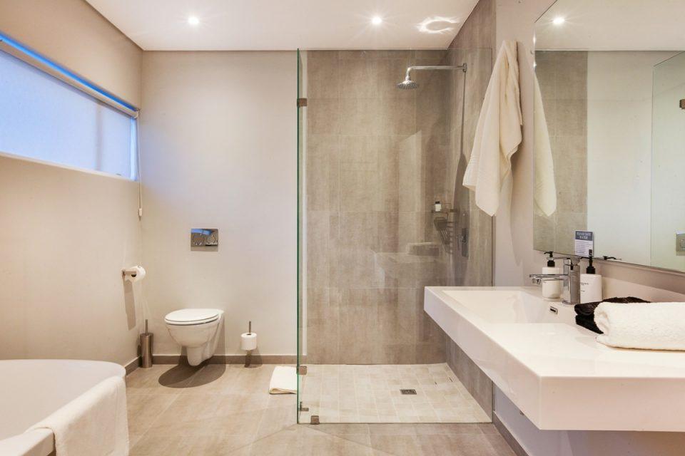 Apostle's Edge - Bathroom One