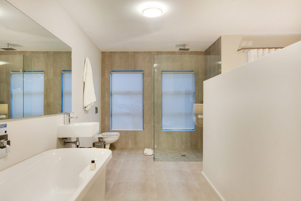 Apostle's Edge - Bathroom Two