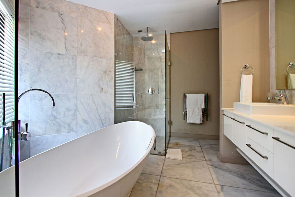 Houghton Heights B - Ensuite Bathroom