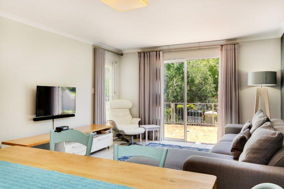 Sutton Place - Lounge & TV