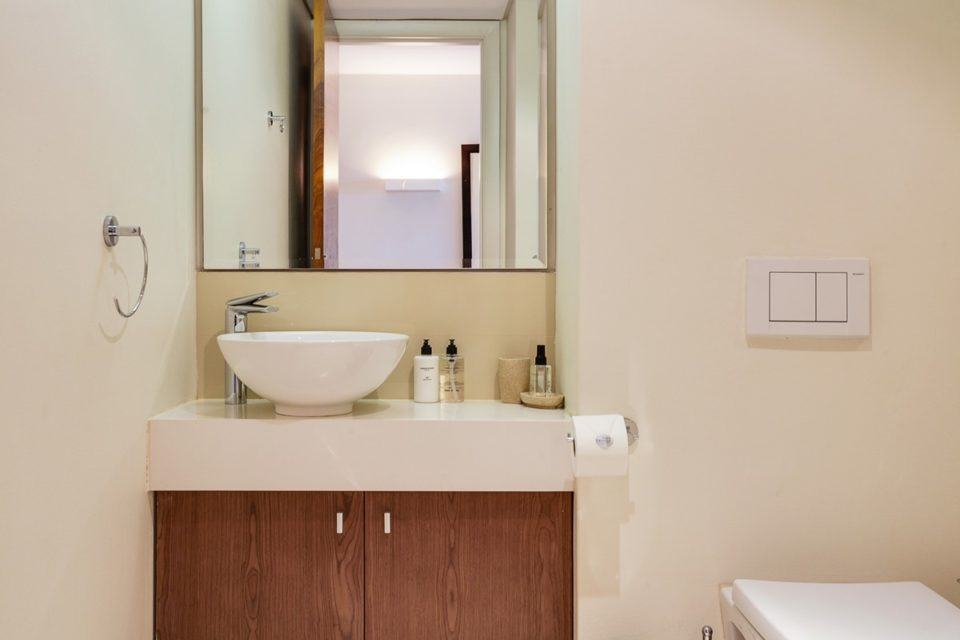 Canal Quays 306 - Bathroom