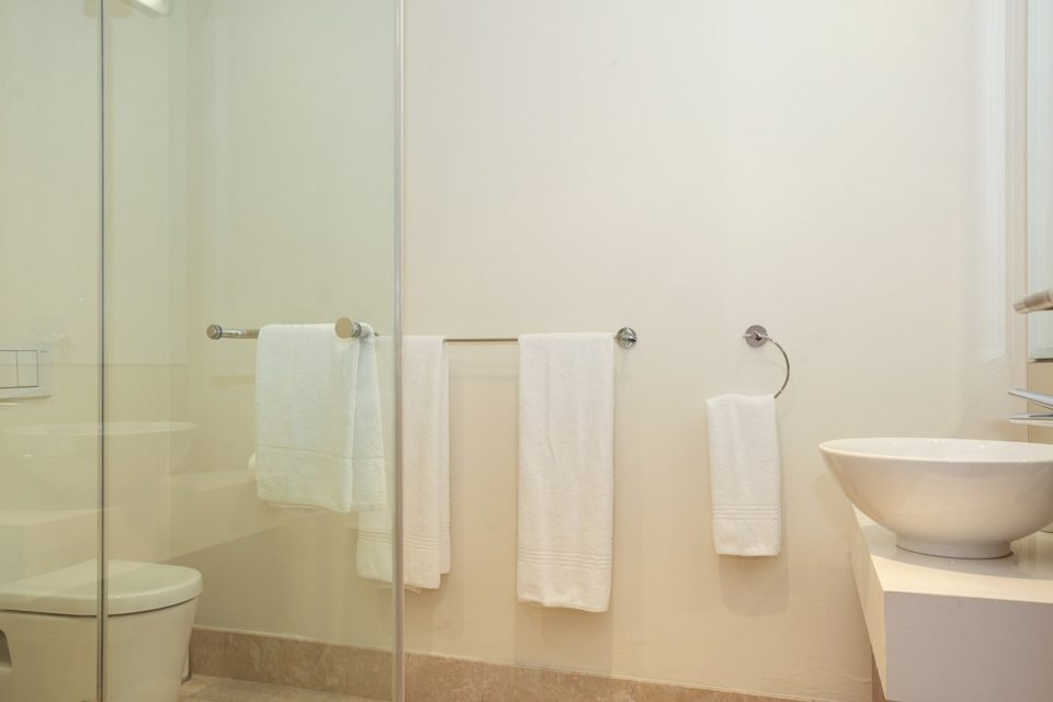 Canal Quays 603 - Bathroom and shower