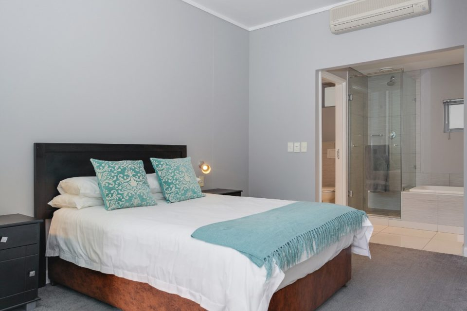 Harbour Bridge 303  - Master bedroom
