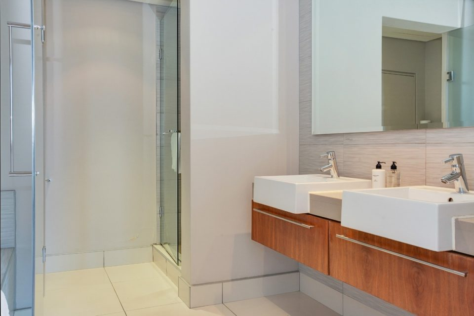 Harbour Bridge 317 - En-suite to master