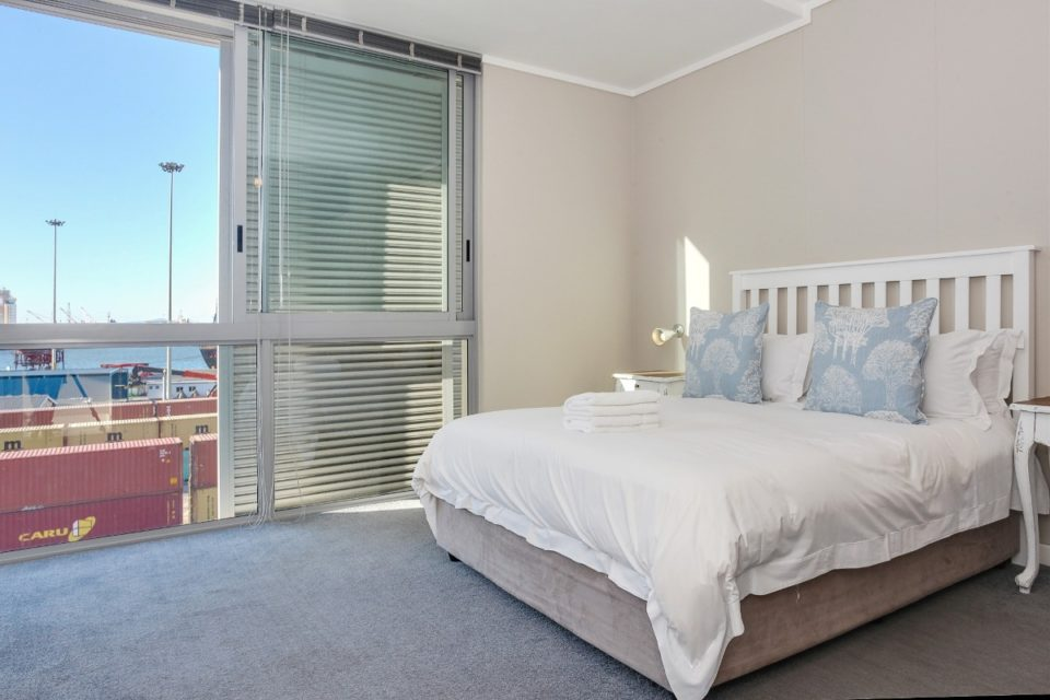 Harbour Bridge 317 - Master bedroom & view