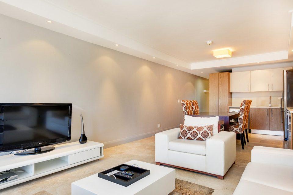 Canal Quays 506 -TV ad sofa