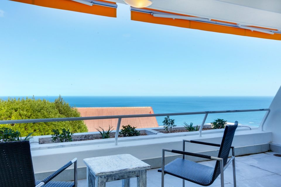 Driftwood - Balcony & Sea views