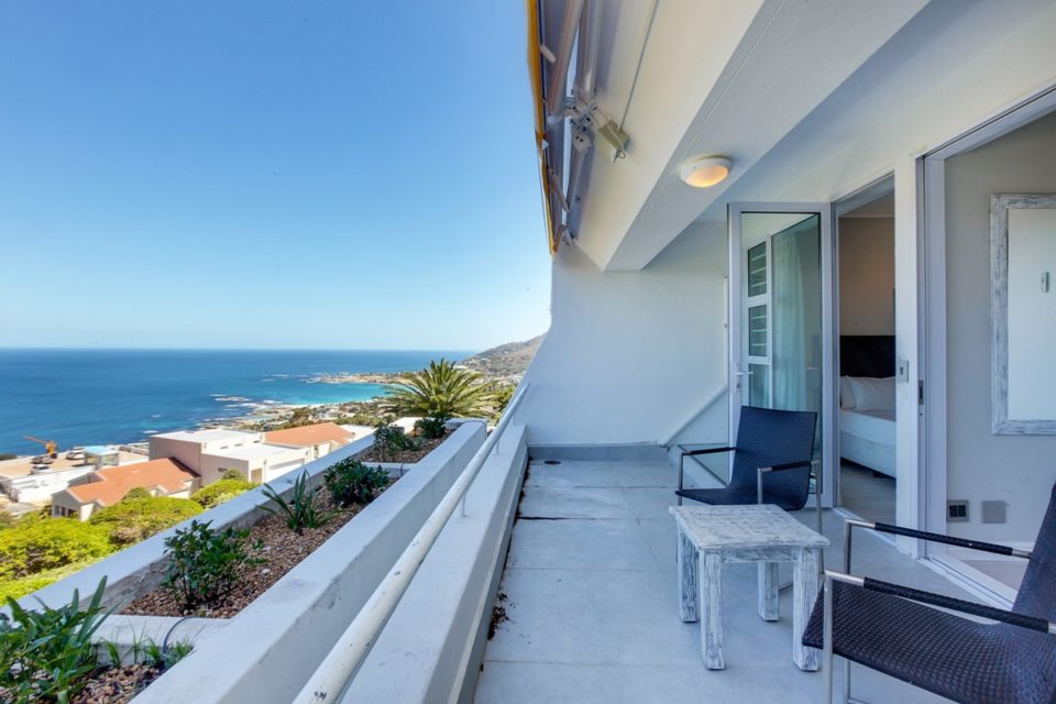 Driftwood - Sea views from balcony