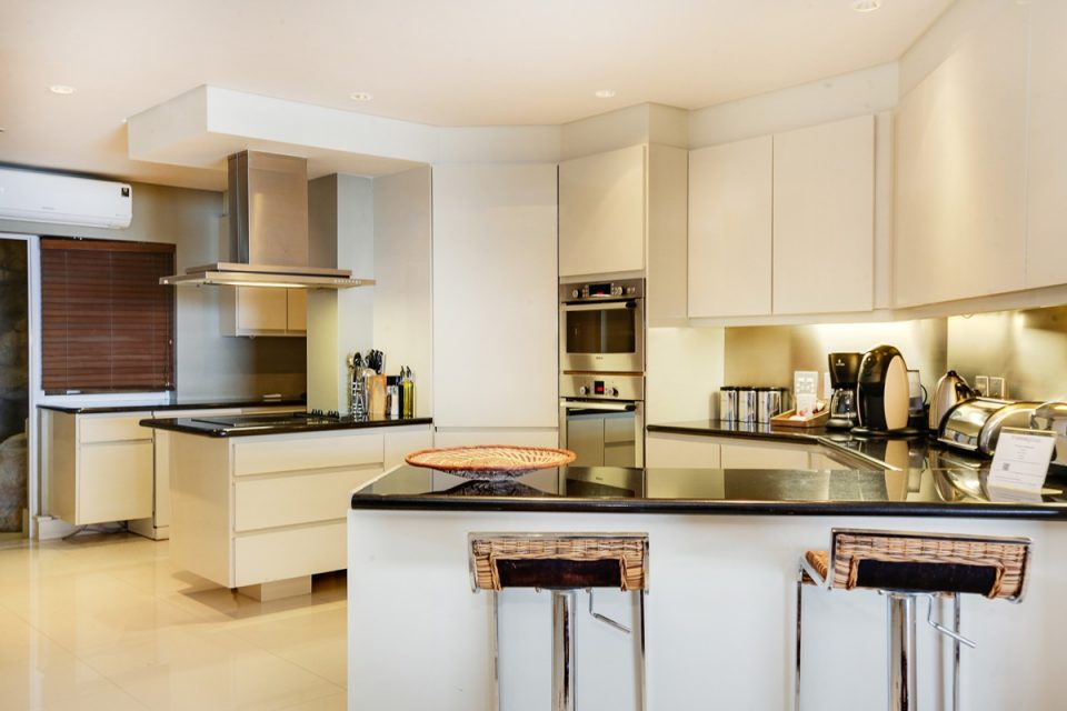 Rhapsody - Kitchen & seating