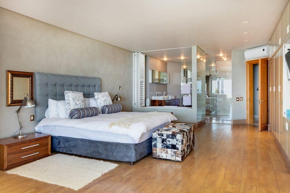 Rhapsody - Master bedroom & en suite bathroom