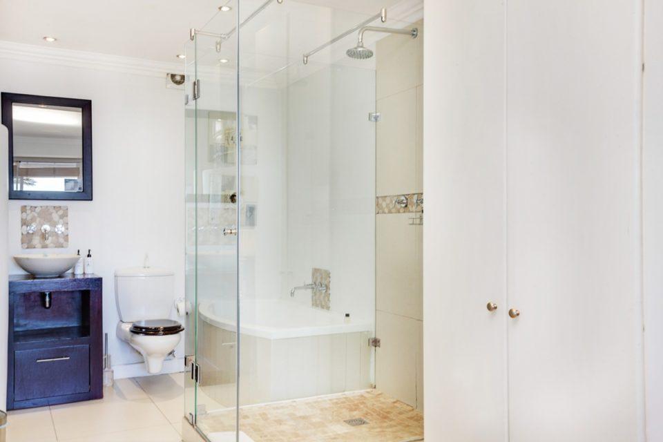 Seasonsfind The Bay - Bathroom