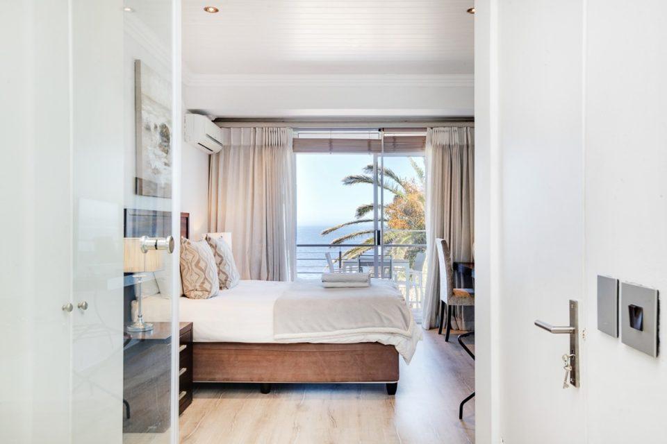 Seasonsfind The Bay - Master bedroom