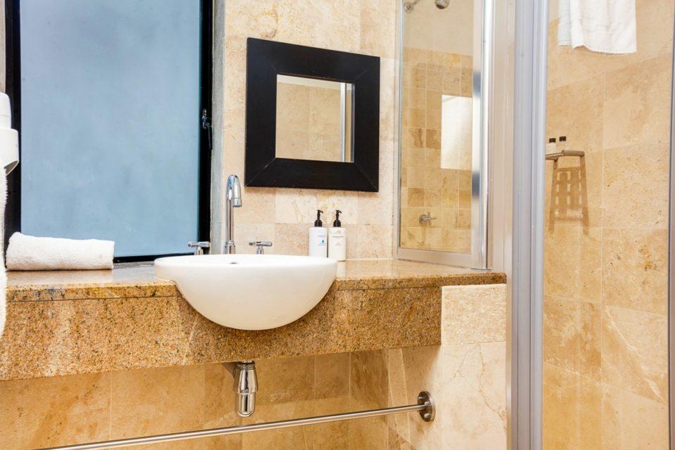 Bali Luxury Suite E - En-suite to second bedroom