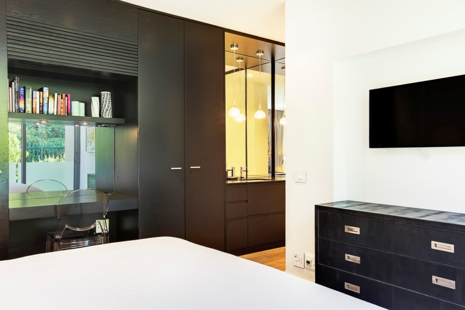 Habrok - Third Bedroom & Reading desk