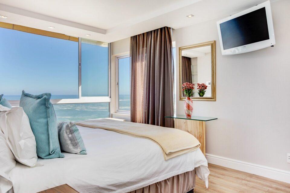 Malachite - Master bedroom & Sea views