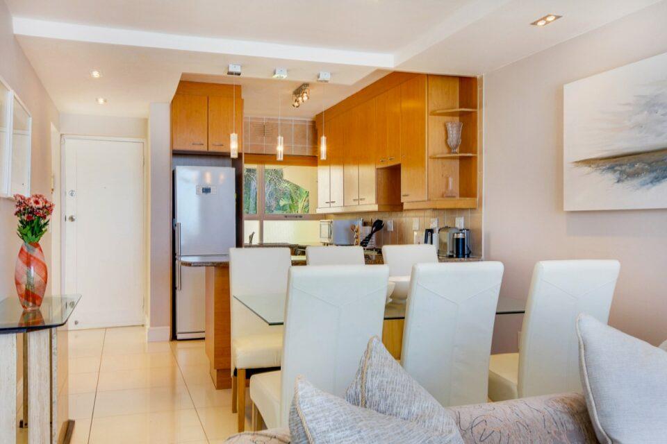 Malachite - Dining & Kitchen area