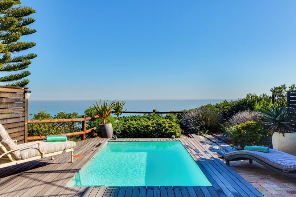 The Kestrel - Swimming pool & view