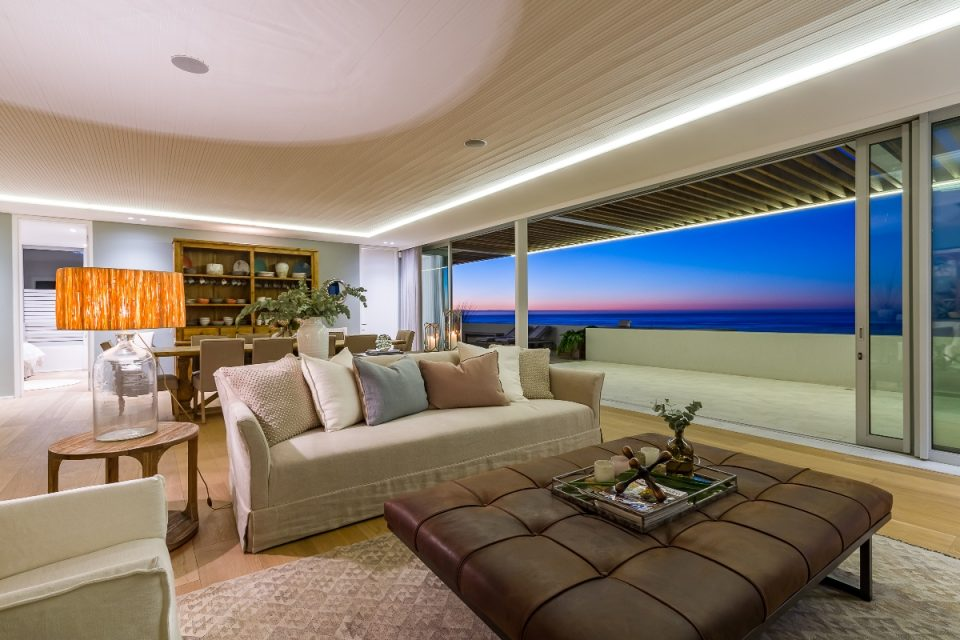 Topaz Ocean View Penthouse - Lounge & Dining area