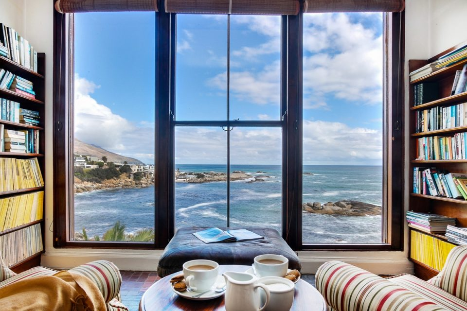 Camps Bay Terrace Lodge - Living room view