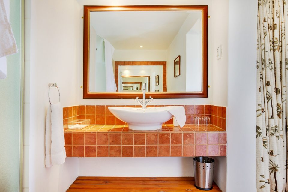 Camps Bay Terrace Lodge - Bathroom