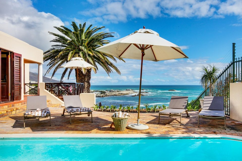 Camps Bay Terrace Lodge - Swimming pool & Views