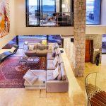 Lions' Crest - Living room