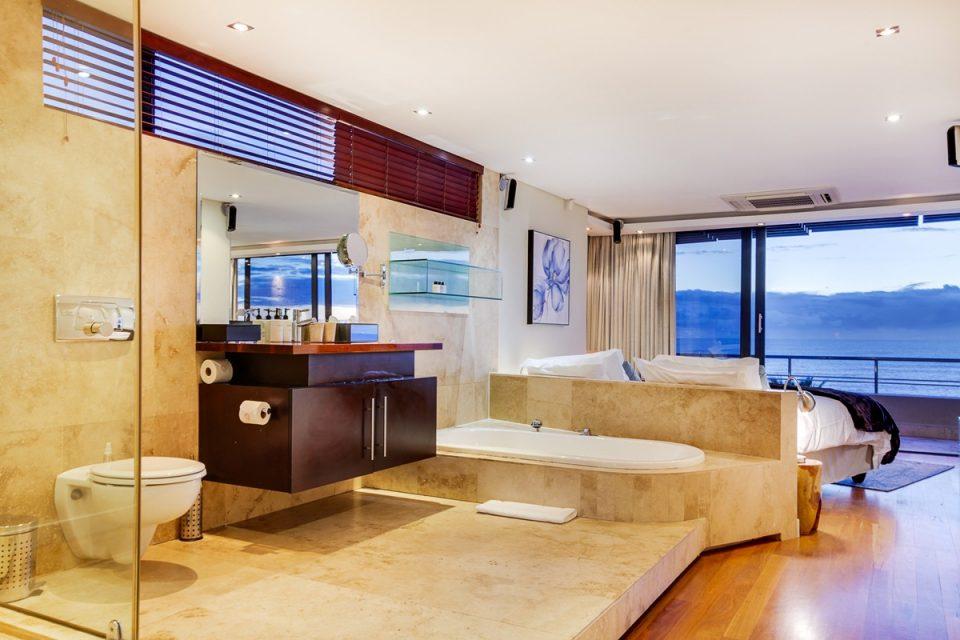 Lions' Crest - Master bedroom & En-suite