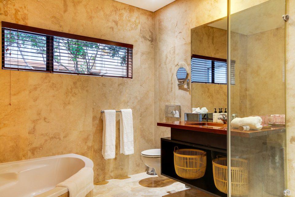 Lions' Crest - Shared bathroom