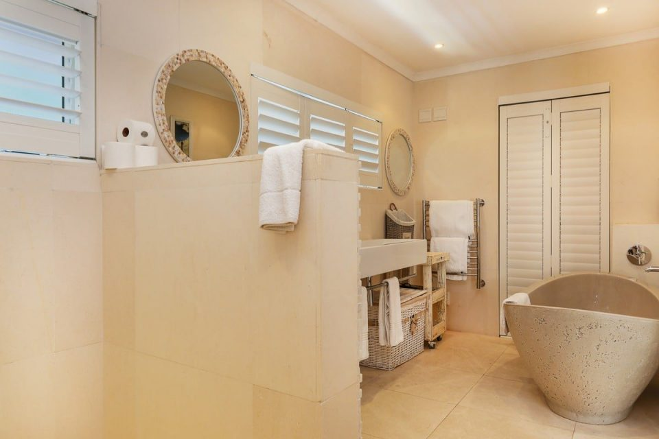 Barbados - En-suite bathroom