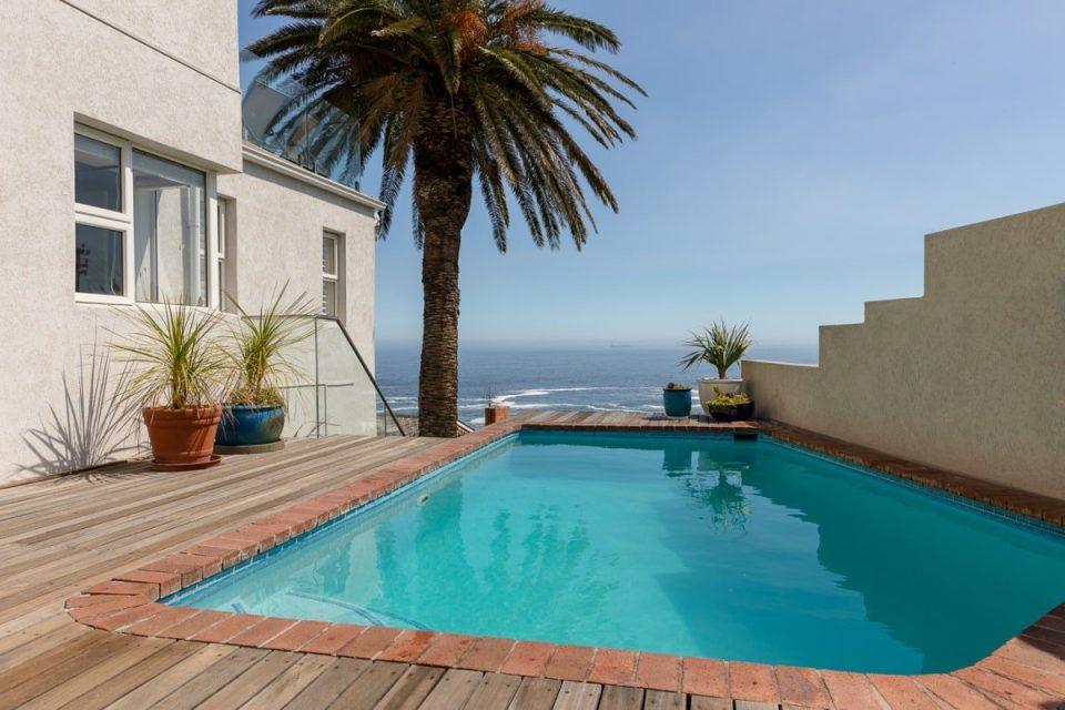 Beach Steps - Swimming pool
