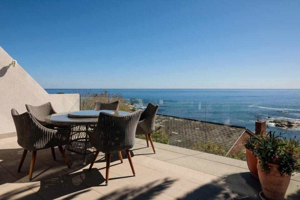 Beach Steps - Outdoor dining