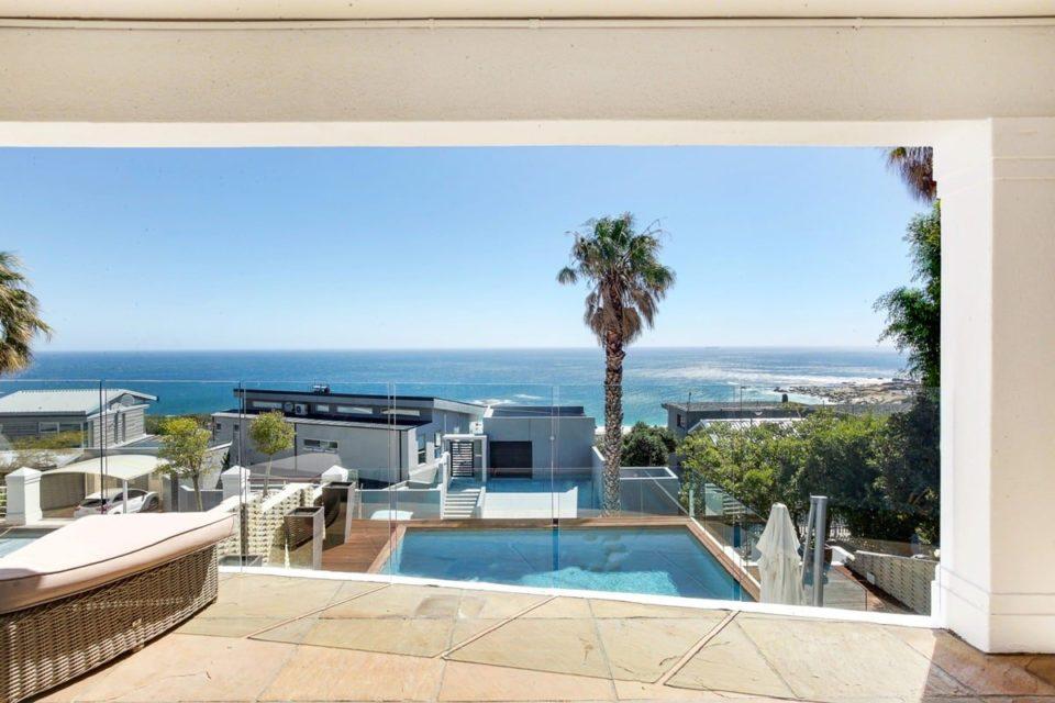 Medburn Alcove - Balcony & Views